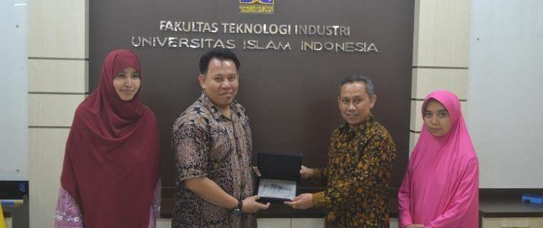 Studi Banding Fakultas Teknik Universitas Widyatama Universitas Islam Indonesia Yogyakarta